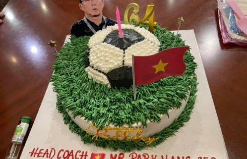 ĐT Việt Nam tổ chức sinh nhật cho HLV Park Hang-seo